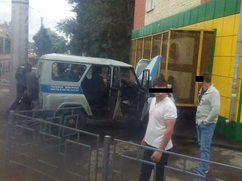 ВЛенинске-Кузнецком полицейский автомобиль врезался вмагазин