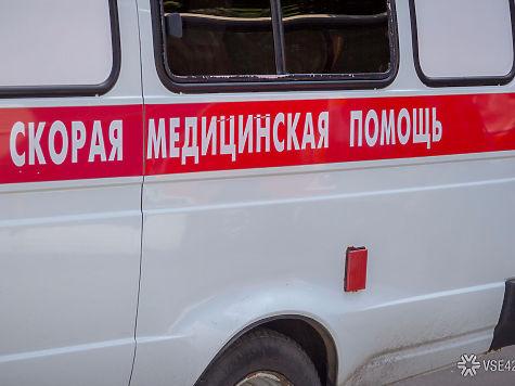 Работник кемеровского РЭУ попал вреанимацию после чистки снега скозырька