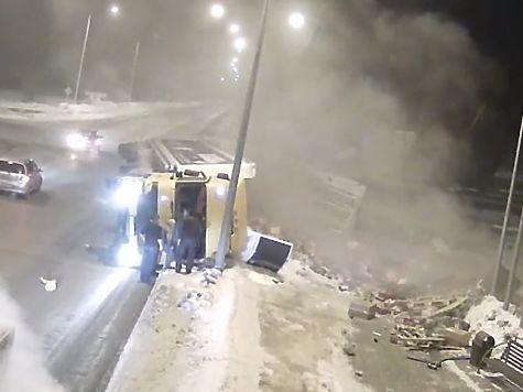 Навъезде вНовокузнецк разбился многотонный грузовой автомобиль