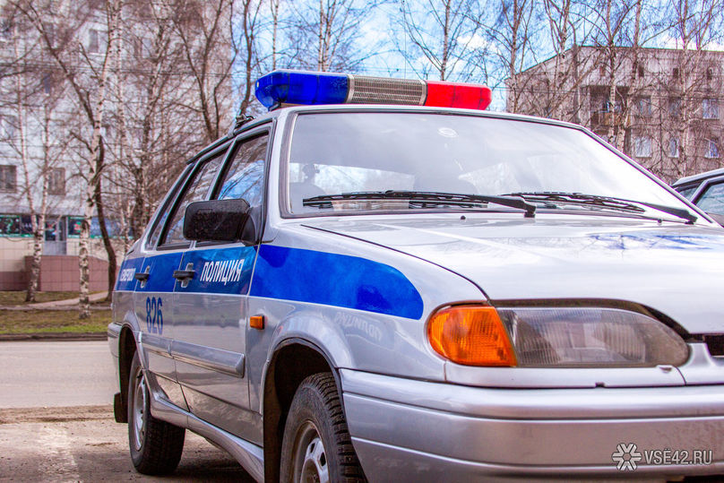 ВКемерове двое мужчин пытались разобрать крыльцо аптеки