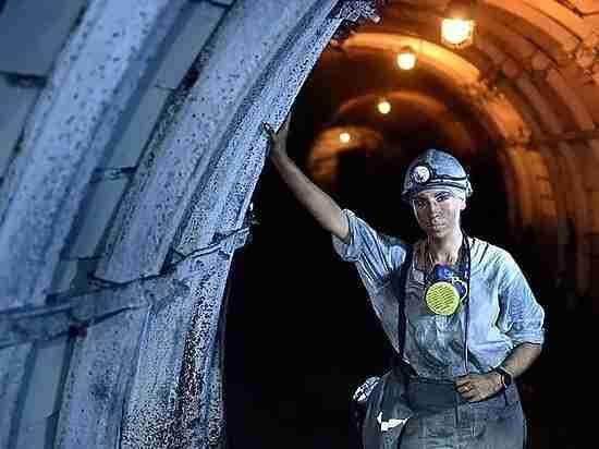В Кузбассе есть женщина - горный мастер и и женщина -  водитель БелАЗа