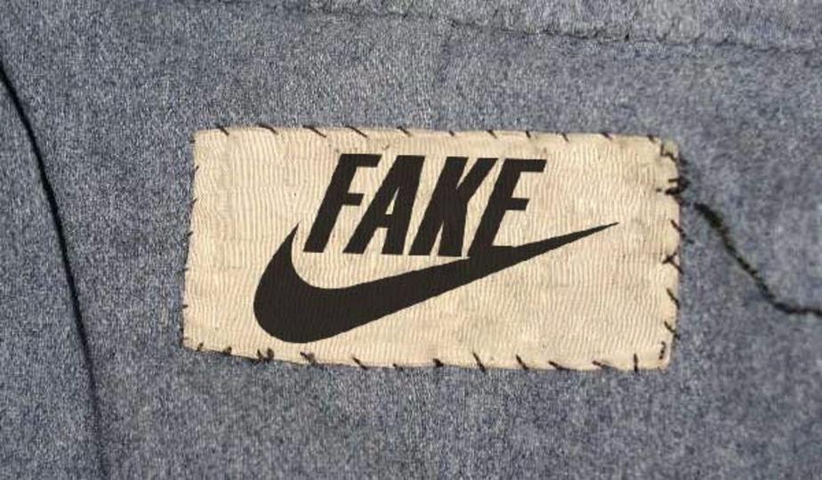 ВКемерове незаконно продавали бренды Nike иAdidas