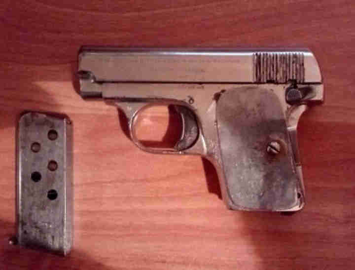 Кемеровчанка сдала вполицию пистолет «Браунинг» 1906-ого года