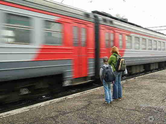 ВКемерове поезд сбил женщину: пострадавшая вреанимации